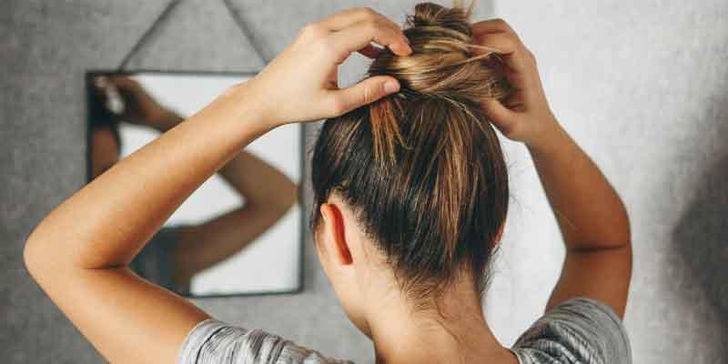 از مدل موهایی که باعث کشیده شدن موها میشوند اجتناب کنید.-درمان ریزش مو